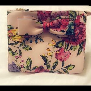 Betsy Johnson Floral Clutch/Wristlet 🌸🌼🌺